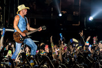 Kenny Chesney - Lucas Oil Stadium - Indianapolis, Indiana - ©Phierce Photo of FX Media Solutions – All Rights Reserved – May 9th, 2015